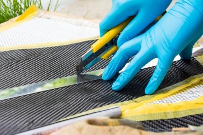 Cutting aramid fiber (© Prakasitlalao / Fotolia.com)
