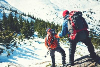 Adventure tourists climbing (© Zhukovvvlad / Fotolia.com)
