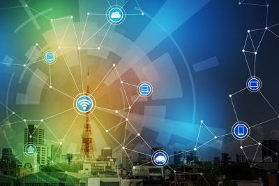 smart city landscape and wireless communication network (© chombosan / Fotolia.com)