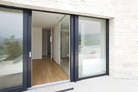 Glass Doors (© alexandre zveiger / Fotolia.com)