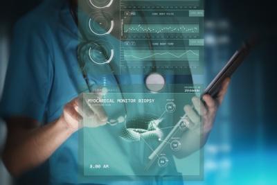modern woman nurse or doctor is using innovative (© Thomas Andreas / Fotolia.com)