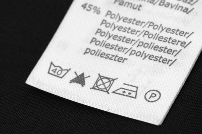 washing label (© Stefan Thiermayer / Fotolia.com)