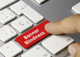 Online marketing and the problem of banner blindness. (© Momius - Fotolia.com)