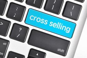 The computer keyboard button written word cross selling  (© underverse / Fotolia.com)