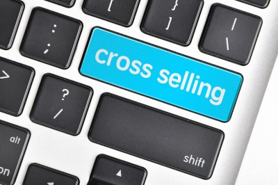 The computer keyboard button written word cross selling  (© underverse / Fotolia.com)