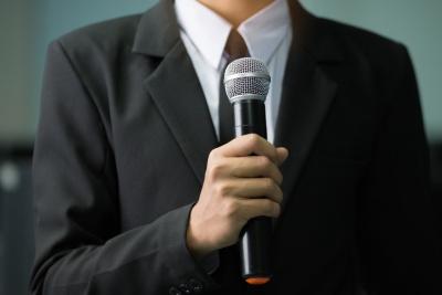Commentator (© smolaw11 / Fotolia.com)