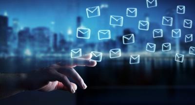 Email Marketer (© sdecoret / Fotolia.com)